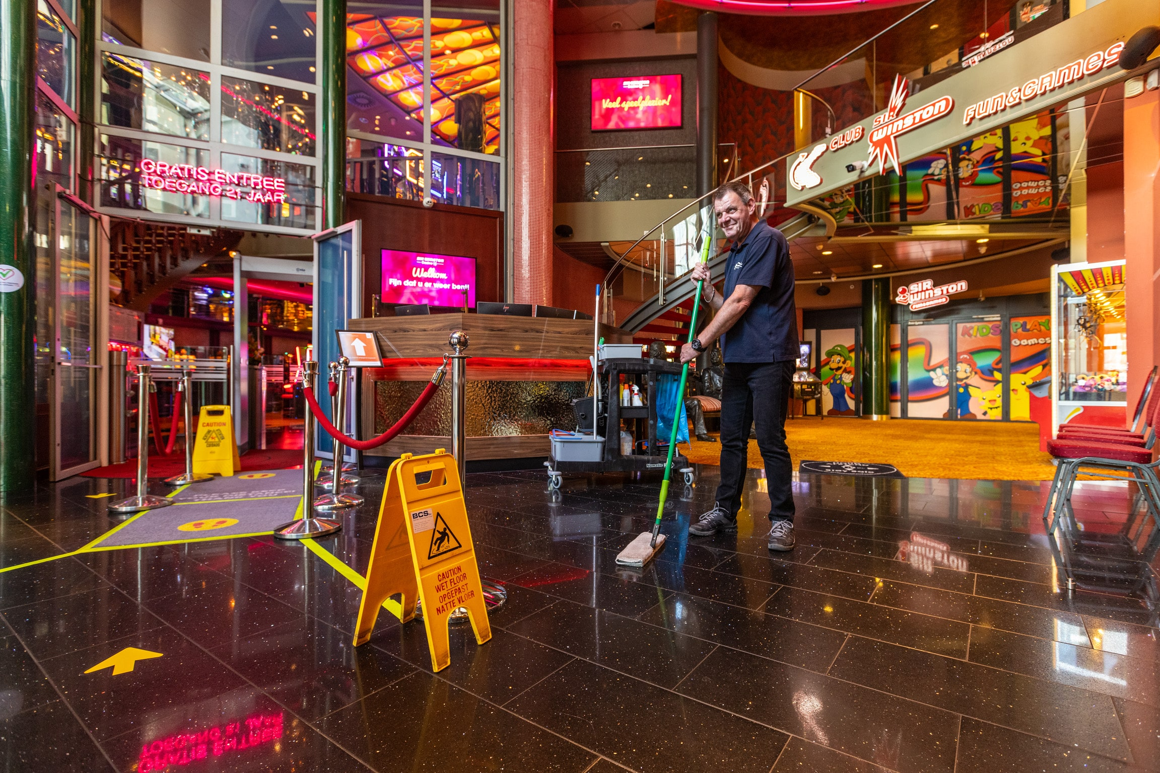 Welkomsthal bedrijfspand schoonmaken   Bolman Cleaning Services